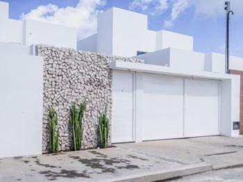 Muro decorado com pedra branca petit-pavé ou pedra portuguesa