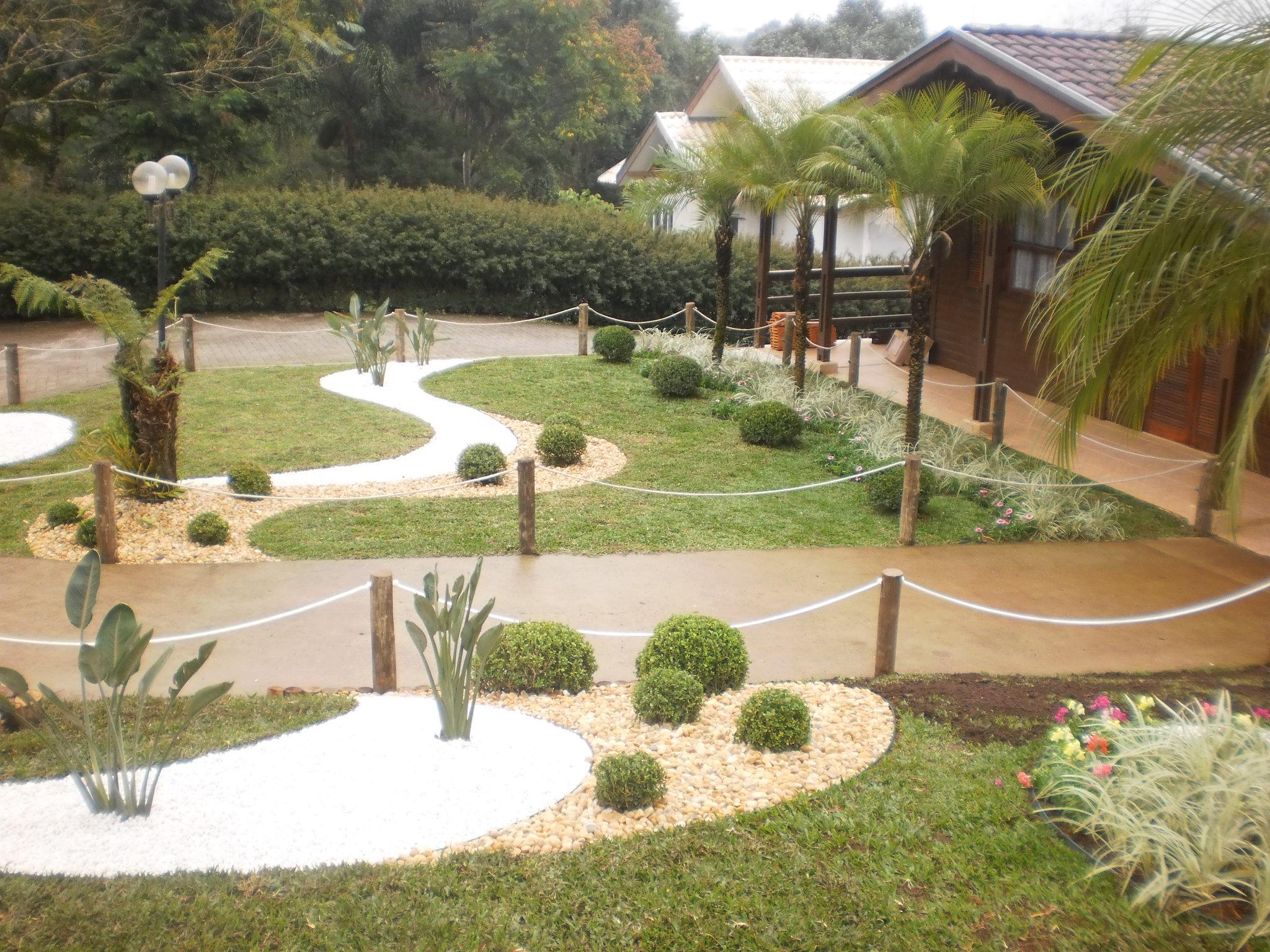 Jardim de seixo e pedrisco na decoração de uma casa