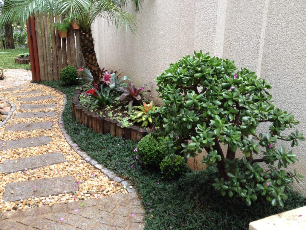 Caminho de Jardim com granito bege e seixo cristalizado